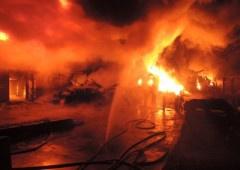 К масштабному пожару на Дегтяревской пожарных не пропускала охрана - фото