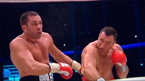 Кличко легко победил Пулева - фото