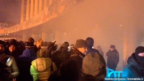 В Киеве пытались сорвать концерт «запроданки» Ани Лорак - фото