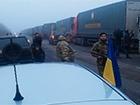 «Гуманитарная помощь» Ахметова обеспечивает террористов?
