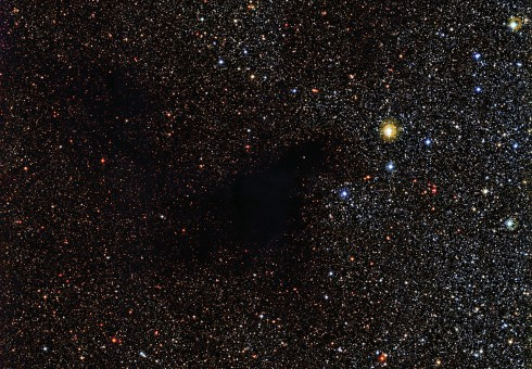 Темная туманность заслонила собой сотни звезд - фото - фото