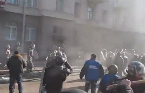 Год назад: как «титушки» вместе с милицией убивают людей - фото