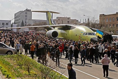«Антонов» представил самолет АН-178 - фото