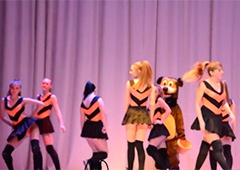Эротический танец российского детского театра шокировал интернет-пользователей - фото