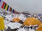 Как лавина накрыла альпинистов на Эвересте - видео