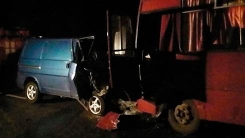 Автобус с демобилизованными попал в аварию, есть погибшие - фото