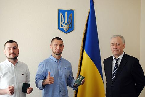 Автор «Воинов Света» Сергей Михалок получил вид на жительство в Украине - фото