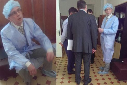Консул РФ посетил арестованных российских военнослужащих - фото