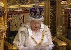 Королева Великобритании обещает и в дальнейшем «давить» на Россию - фото