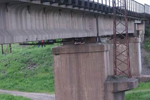На Днепропетровщине пытались взорвать железнодорожный мост - фото