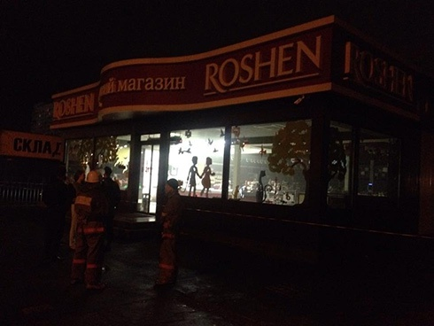 На Минской произошел взрыв в магазине Рошен - фото