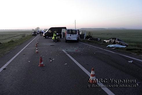 На Волыни в двойном ДТП погибли четыре человека - фото