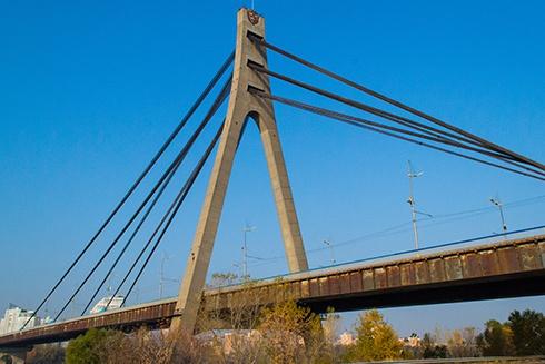 В Киеве ограничат движение на Московском мосту - фото
