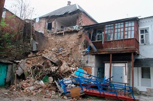 В Мелитополе обвалился дом [фото] - фото