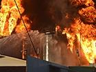 На горящей нефтебазе произошел очередной взрыв
