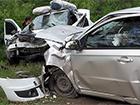 На Луганщине в результате лобового столкновения легковых автомобилей погибли 3 человека