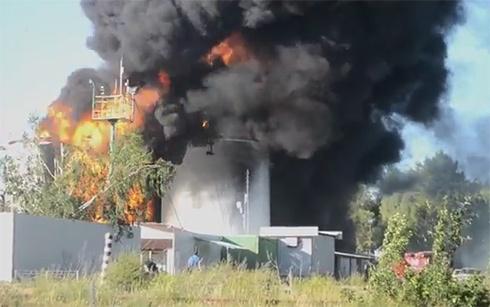 В Глевахе пожарные остановили огонь в направлении военной части и нефтебазы КЛО - фото