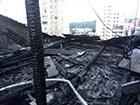 В Киеве на Большой Васильковской сгорел чердак 5-этажного жилого дома