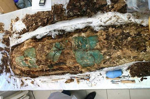 На Ямале археологи нашли мумию ребенка XIII века - фото