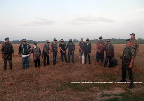На Закарпатье пограничники задержали 10 нелегалов - фото