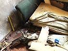 Под диван, на котором сидел, мужчина бросил гранату – двое раненых