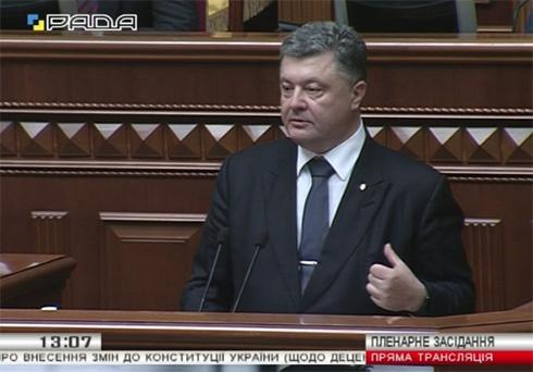 Президент: Изменения в Конституцию не предусматривают никакого особого статуса Донбасса - фото