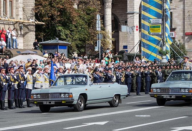 «А что насчет добровольческих батальонов, которые в прошлый День Независимости сражались в Иловайске, пока в Киеве гремели парады?», - Семенченко - фото