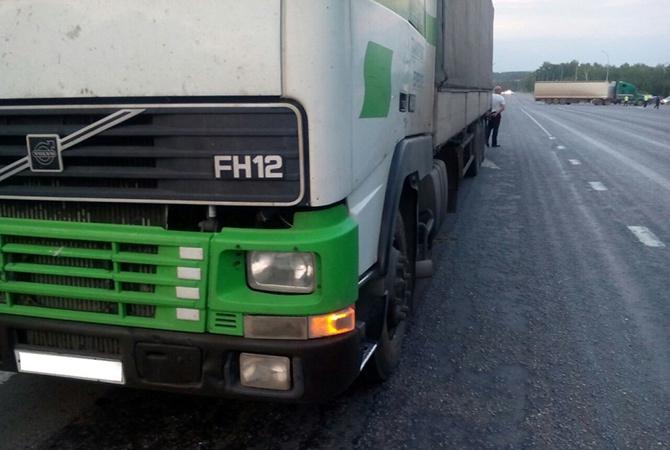Колесо слетело с грузовика и убило ребенка - фото
