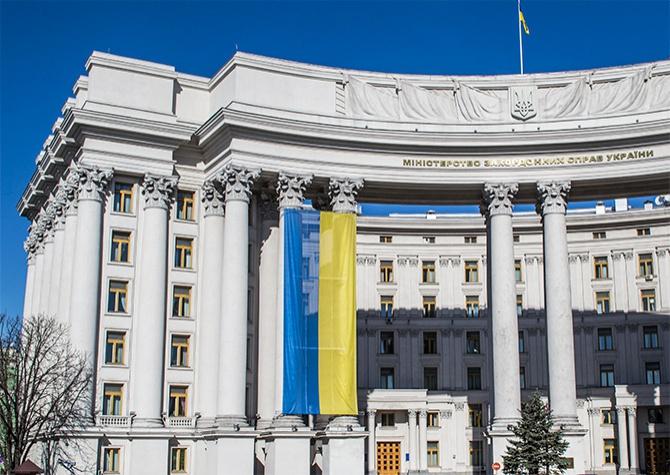 МИД Украины направило ноту протеста в МИД РФ в связи с визитом в Крым Путина и Медведева - фото