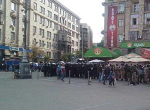 На Майдане Независимости подрались футбольные фанаты Украины и Польши - фото