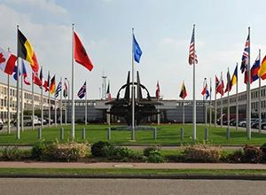 НАТО: Россия несет особую ответственность за достижение мира на Востоке Украины - фото