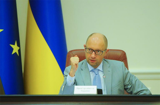 Правительство Украины планирует применение санкций в отношении кучи россиян - фото