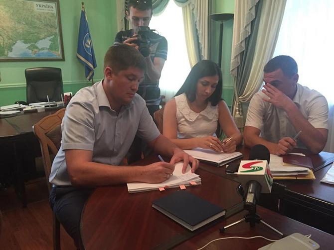 Руководителя одесской таможни заставили написать заявление об отставке - фото