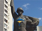 В Харькове раскрасили памятник Воину-освободителю