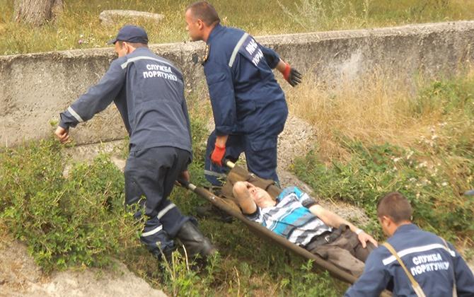В Краматорске с моста упал человек - фото