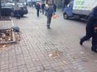 На пешеходной зоне Крещатика снова паркуются машины