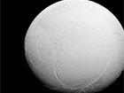 NASA показала фото ледяного Энцелада