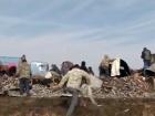 В Саратовской области уже неделю празднуют переворачивание грузовика с водкой