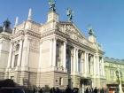 Во Львове возле Оперного театра произошла резня