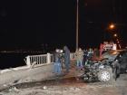 Автомобиль вылетел с моста в Днепропетровске, погибли два человека