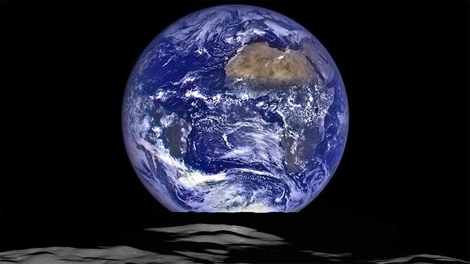 Вид Земли с Луны показала NASA - фото