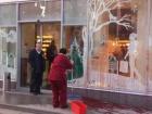 Во Львове облили краской магазин Рошен