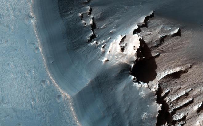 Лабиринт ночи на Марсе показало НАСА - фото