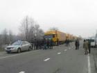 Российские грузовики иногда прорываются через блокпосты активистов