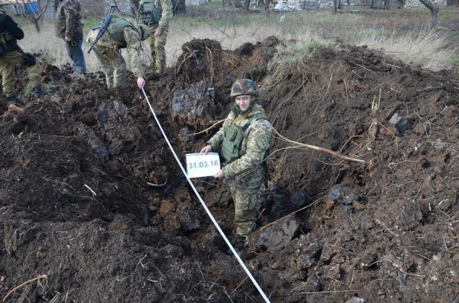 Боевики увеличивают применение тяжелого вооружения, бьют по местному населению - фото
