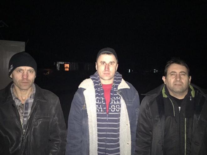 Из плена освобождено двух военных и одного гражданского - фото