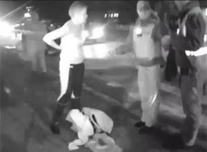 Пьяная сотрудница налоговой устроила стриптиз перед полицейскими - фото