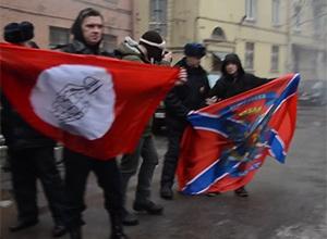 В Петербурге атаковали посольство Украины (видео) - фото