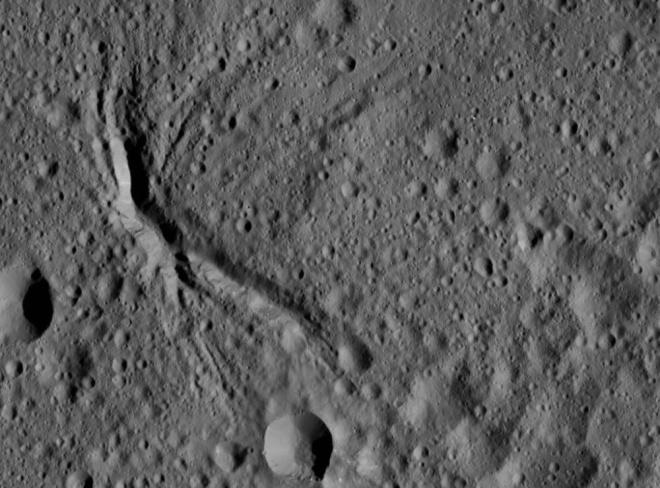 """Шумерский"" кратер на Церере - фото"