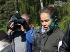 Королевскую в Славянске облили зеленкой
